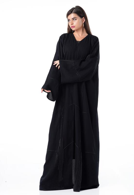Abaya with a luxurious design in a soft black color