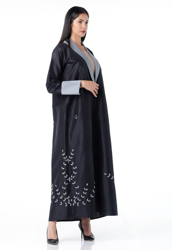 Elegant design abaya with crepe fabric, light gray color on the edges
