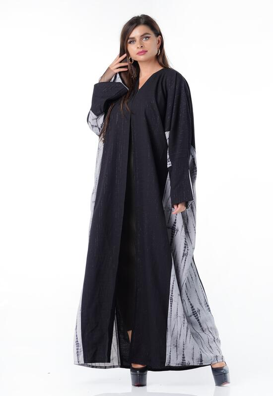 Elegant crepe abaya with wooded sides and wide sleeves