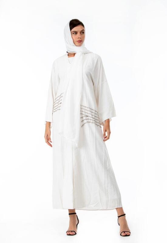 Abaya in white pearl, with embroidery on the sides, with distinctive crystals